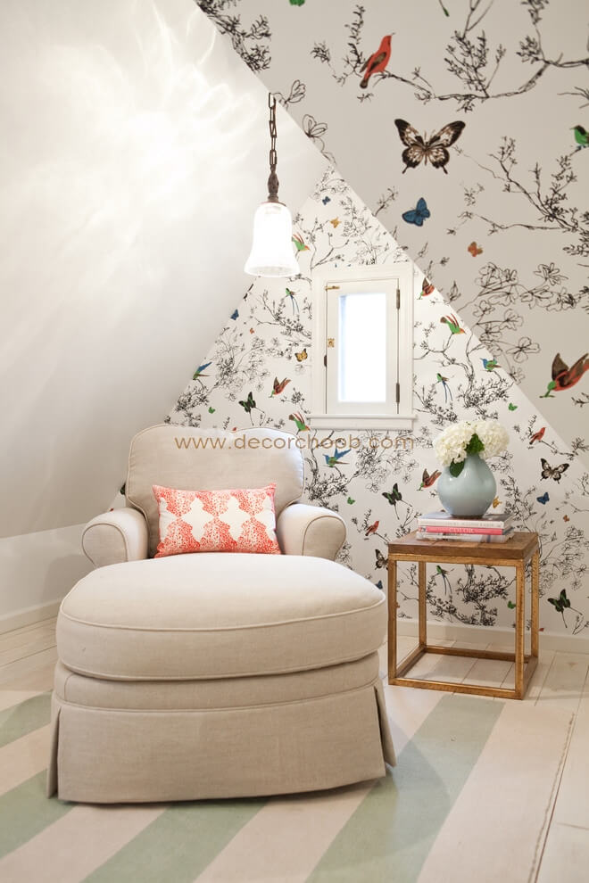 کاغذ دیواری با طرح گل و پروانه