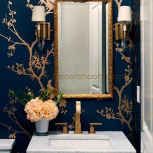 کاغذ دیواری با زمینه آبی تیره و طرح های طلایی