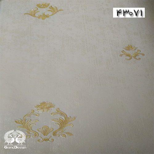 طرح کاغذدیواری خلوت با گل های سنتی زمینه سفید